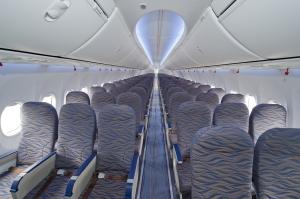 Interior da cabine de passageiros da Fly Dubai
