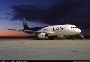 LAN modelo AIRBUS A-320,foto:Gustavo Lepez