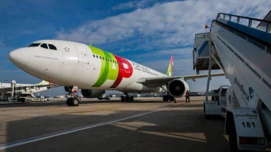 Avião TAP: Os dois candidatos para comprar a TAP têm até esta tarde para melhorar suas ofertas. Foto: Mario Proenca/Bloomberg