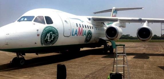 aviao-da-lamia-personalizado-com-simbolo-da-chapecoense-1480404081491_615x300